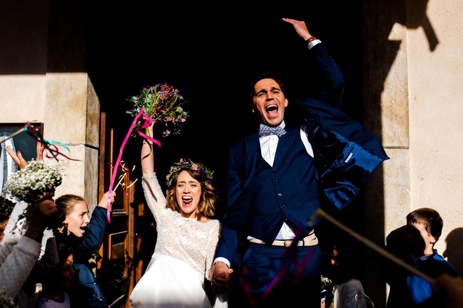 mariage-sortie-église-joie