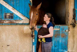 maman et bébé aux écuries