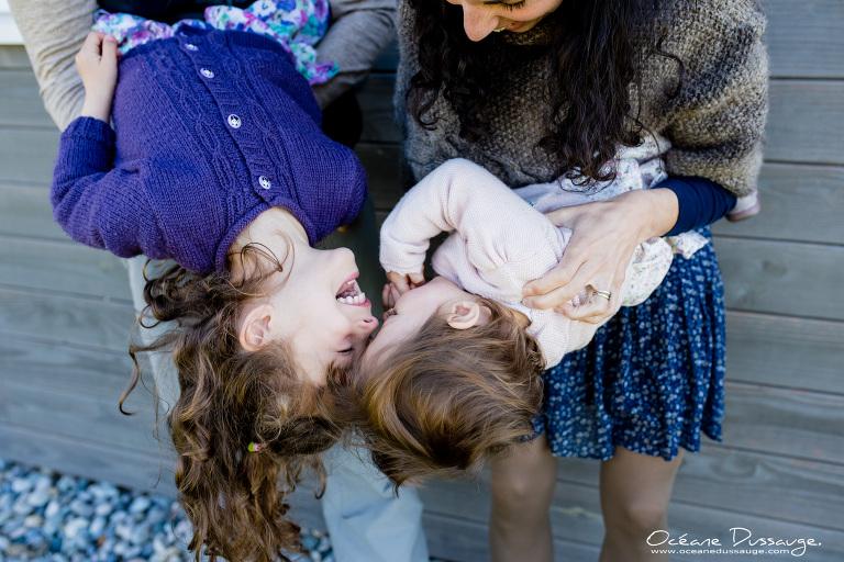 rires entre soeurs