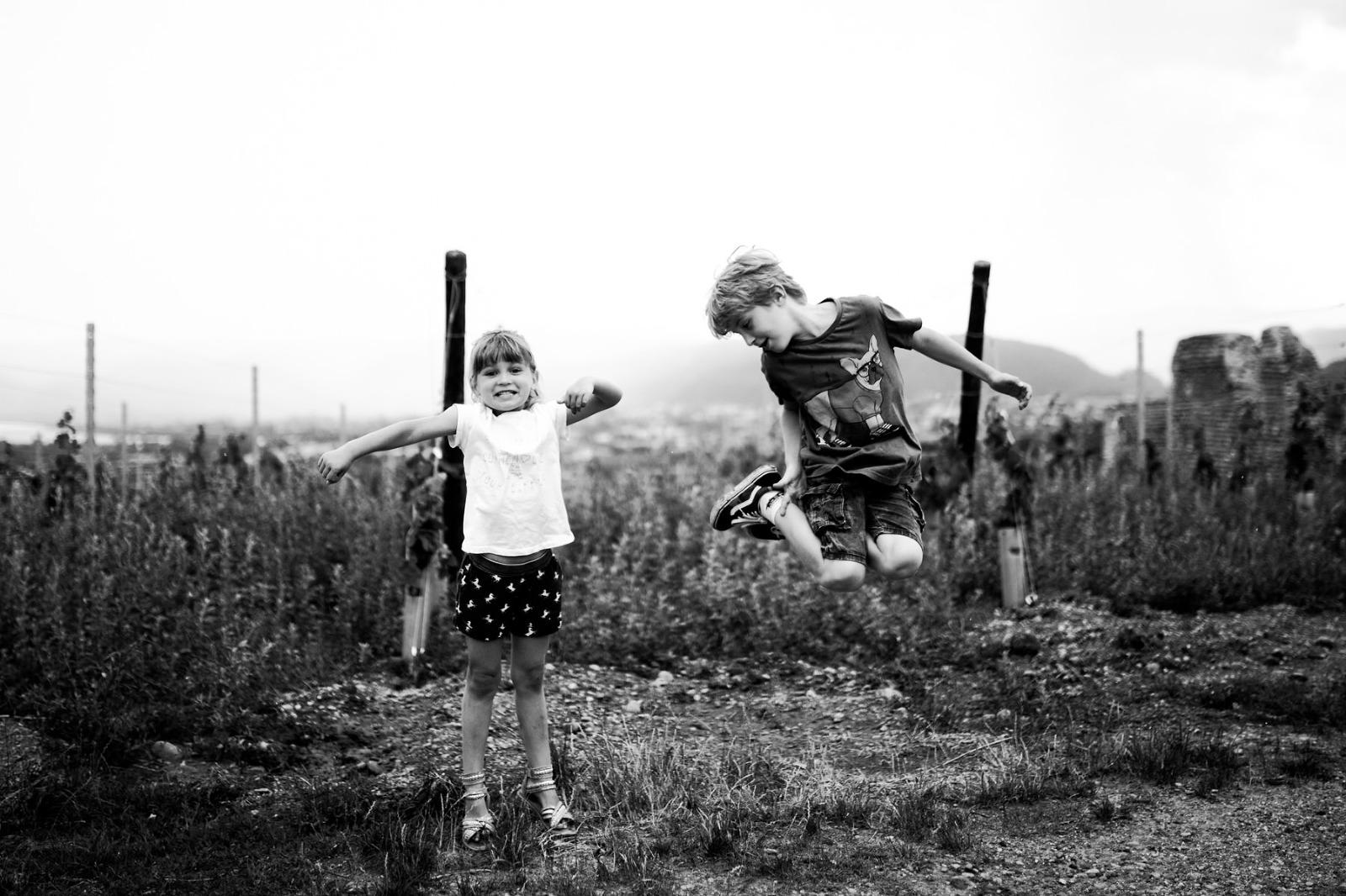 enfant-saut-joie